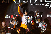 Snowboard<br /> 17.01.2015<br /> Foto: Gepa/Digitalsport<br /> NORWAY ONLY<br /> <br /> INNSBRUCK - ØSTERRIKE<br /> <br /> Air and Style, award ceremony. Image shows the rejoicing of Peetu Piiroinen (FIN), Ståle Sandbech (NOR) and Yuki Kadono (JPN).