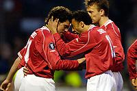 Fotball<br /> Nederland<br /> Foto: ProShots/Digitalsport<br /> NORWAY ONLY<br /> <br /> UEFA cup<br /> AZ - Villarreal<br /> 14-04-2005<br /> <br /> Kenneth Perez en Tarik Sektioui vieren de 1-0
