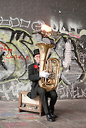 Street performer, Bankside, London © Rudolf Abraham