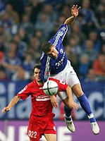 Fotball<br /> Bundesliga Tyskland 2004/05<br /> Schalke 04 v FSV Mainz 05<br /> 24. oktober 2004<br /> Foto: Digitalsport<br /> NORWAY ONLY<br /> Niclas Weiland, Marcelo Bordon Schalke