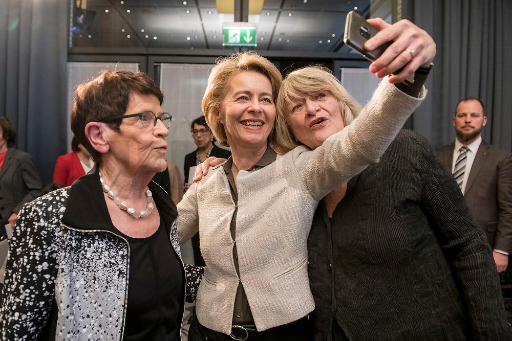 """14 JAN 2019, BERLIN/GERMANY:<br /> Rita Suessmuth (L), CDU, Bundesministerin a.D., Ursula von der Leyen (M), CDU, Bundesverteidigungsministerin, und Alice Schwarzer (R), Herausgeberin Emma, machen ein Selfie, Veranstaltung der Konrad-Adenauer-Stiftung, KAS, """"Frauenpolitik - Auftrag fuer morgen!"""", Sheraton Hotel <br /> IMAGE: 20190114-01-071<br /> KEYWORDS: Rita Süssmuth, Smartphone, Handy"""