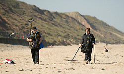 © Licensed to London News Pictures. 28/03/2012..Saltburn, England..As temperatures rise this week the beach at Saltburn in Cleveland attracts the visitors as they enjoy the warm weather. A couple search for treasure along the beach at Saltburn...Photo credit : Ian Forsyth/LNP