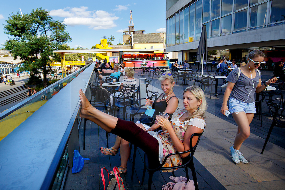 © Licensed to London News Pictures. 08/09/2016. London, UK. People enjoy warm weather and sunshine in Southbank, London on Thursday, 8 September 2016.  Photo credit: Tolga Akmen/LNP