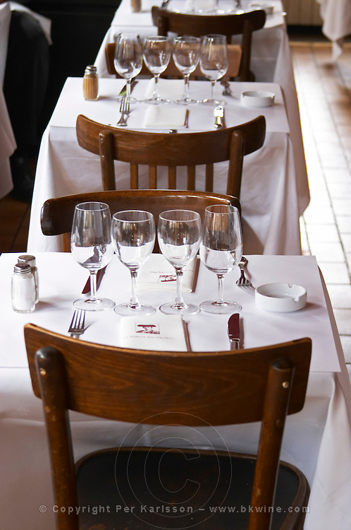 Le Bistrot des Alpilles restaurant. Several Tables with white table cloth and glasses and bread in a basket, knifes forks, spoons. Saint Remy Rémy de Provence, Bouches du Rhone, France, Europe