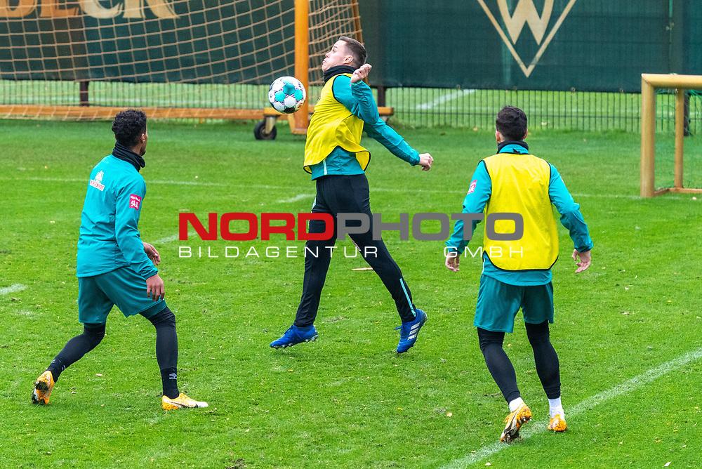 17.11.2020, Trainingsgelaende am wohninvest WESERSTADION - Platz 12, Bremen, GER, 1.FBL, Werder Bremen Training<br /> <br /> <br /> <br /> Niklas Moisander (Werder Bremen #18 Kapitaen)<br /> Theodor Gebre Selassie (Werder Bremen #23)<br /> Kevin Möhwald / Moehwald (Werder Bremen #06)<br /> <br /> Foto © nordphoto / Kokenge