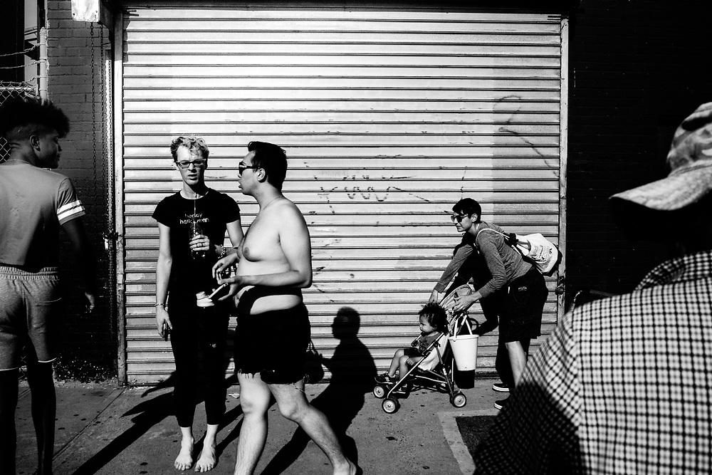 CONEY ISLAND - PEOPLE ON STREET