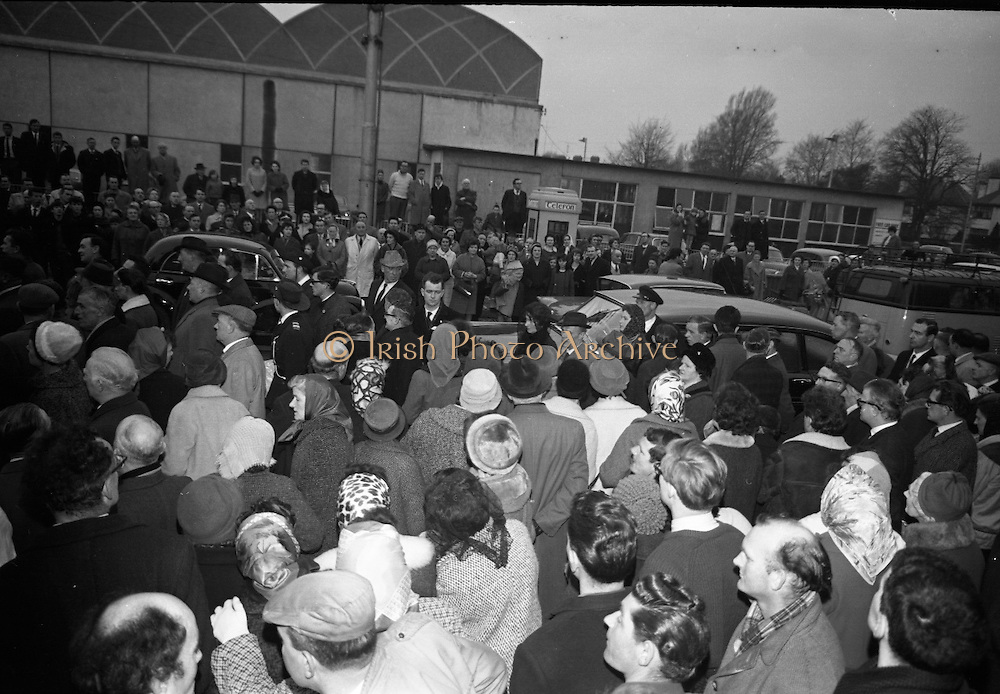The scene of the Church of the Sacred Heart, Donnybrook, Dublin, as the remains of Brendan Behan arrive.  Centre is Mrs. Beatrice Behan..21.03.1964