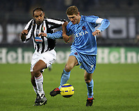 TURIN - TURIJN (ITALIE - ITALIA) - STADIO DELLE ALPI 22/11/2005  <br /> SPORT / FOOTBALL / VOETBAL / CHAMPIONS LEAGUE  / LIGUE DES CHAMPIONS / JUVENTUS FC - CLUB BRUGGE / <br /> EMERSON - GERT VERHEYEN<br />  / PICTURE BY   ERIC LALMAND  <br /> ©Digitalsport<br /> Norway only
