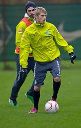 09.11.2010, Platz 5, Bremen, GER, Training Werder Bremen, im Bild Aaron Hunt ( Werder #14 )    EXPA Pictures © 2010, PhotoCredit: EXPA/ nph/  Kokenge+++++ ATTENTION - OUT OF GER +++++
