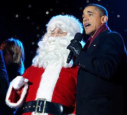 U.S. President Barack Obama sings with Santa Clausduring the 2011 National Christmas Tree Lighting on the Ellipse in Washington, DC, USA on December 1, 2011. Photo Roger L. Wollenberg/Pool/ABACAPRESS.COM    299902_019 Washington Etats-Unis United States