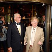 NLD/Huizen/20050706 - Premiere Nieuw Groot Chinees Staatscircus, Henk van der Meyden en directeur Carre  Hein Jens