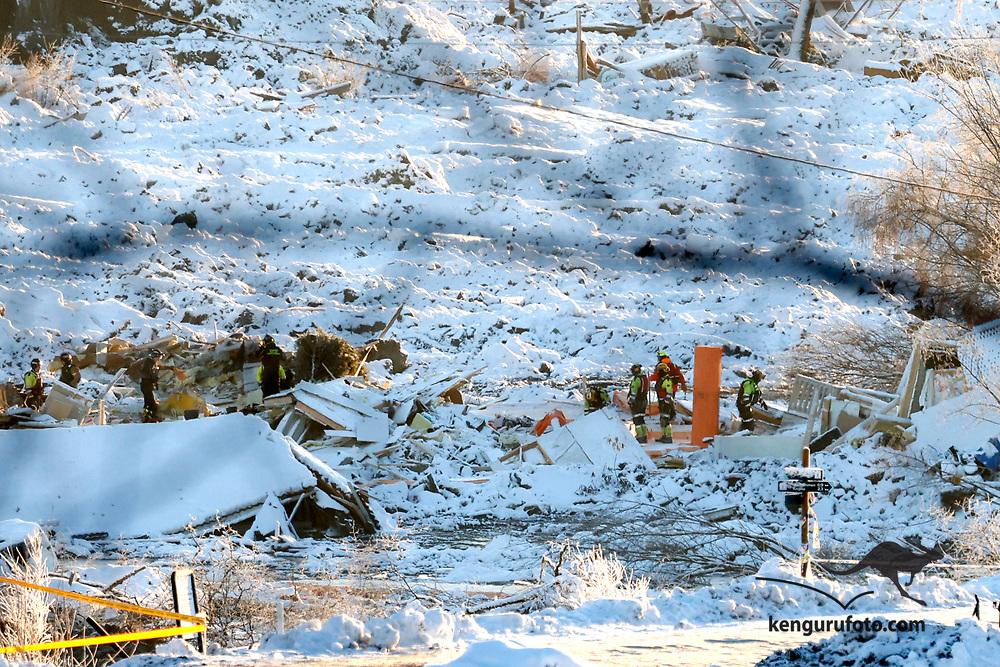Ask 20210103. <br /> Hjelpemannskaper leter i jordskredet i Ask søndag formiddag.  Flere boliger er tatt av skredet og flere personer er savnet. Over 1000 personer i området er evakuert.<br /> Foto: Tor Erik Schrøder / NTB
