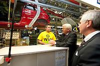 04 MAY 2009, EISENACH/GERMANY:<br /> Frank-Walter Steinmeier, SPD, Bundesaussenminister, im Gespraech mit einem Mitarbeiter, echts:  Hans Demant, Vorsitzender der Geschaeftsfuehrung der Adam Opel GmbH, waehrend dem Besuch des Opel Werks Eisenach, Opel Eisenach GmbH<br /> IMAGE: 20090504-01-109<br /> KEYWORDS: Werksbesichtigung