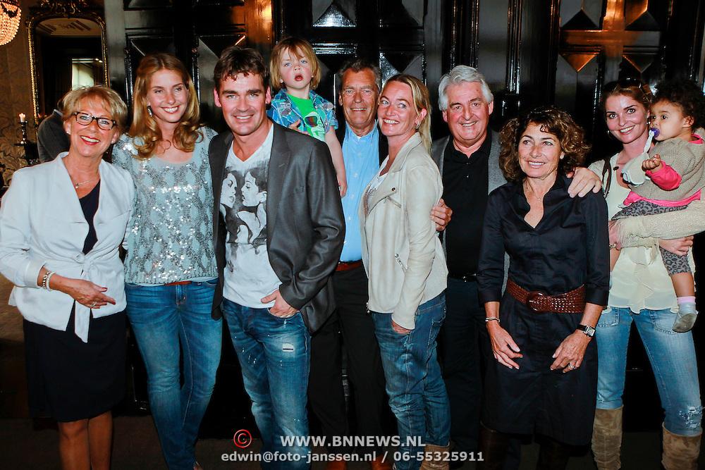 NLD/Amsterdam/20110415 - CD presentatie Jeroen van der Boom, jeroen met partner Dani de Wit, ouders en schoonouders