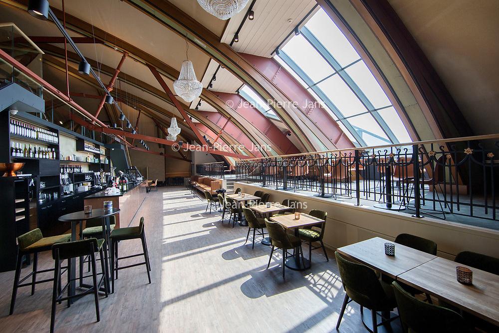 Nederland, Amsterdam, 7 juli 2017.<br />Akzo Nobel is ingehuurd  bij Carré,<br />ivm de renovatie waarbij Akzo de verf voor zijn rekening neemt, waarbij wordt uitgegaan van de oude verven die ooit zijn gebruikt. Ze doen nu hetzelfde bij het Concertgebouw (en eerder bij het Rijks) We lopen met een verfdeskundige door het gebouw.<br />Op de foto: Gerenoveerde ruimte boven in Carré.<br /><br /><br /><br />Foto: Jean-Pierre Jans