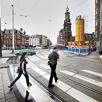 Nederland, Amsterdam , 7 augustus 2012..De eerste tekenen van voorbereidingen van de boor  van de Noord-Zuidlijn zijn reeds zichtbaar op het Muntplein..Foto:Jean-Pierre Jans