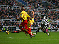 Photo: Andrew Unwin.<br />Newcastle United v Watford. The Barclays Premiership. 16/12/2006.<br />Newcastle's Obafemi Martins (R) takes a shot at goal.
