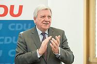 27 MAR 2016, BERLIN/GERMANY:<br /> Volker Bouvier, CDU, Ministerpraesident Hessen, applaudiert vor Beginn einer Sitzung des Bundesvorstandes nach der Landtagswahl im Saarland, Konrad-Adenauerhaus<br /> IMAGE: 20170327-01-001<br /> KEYWORDS: klatsch, klatschen