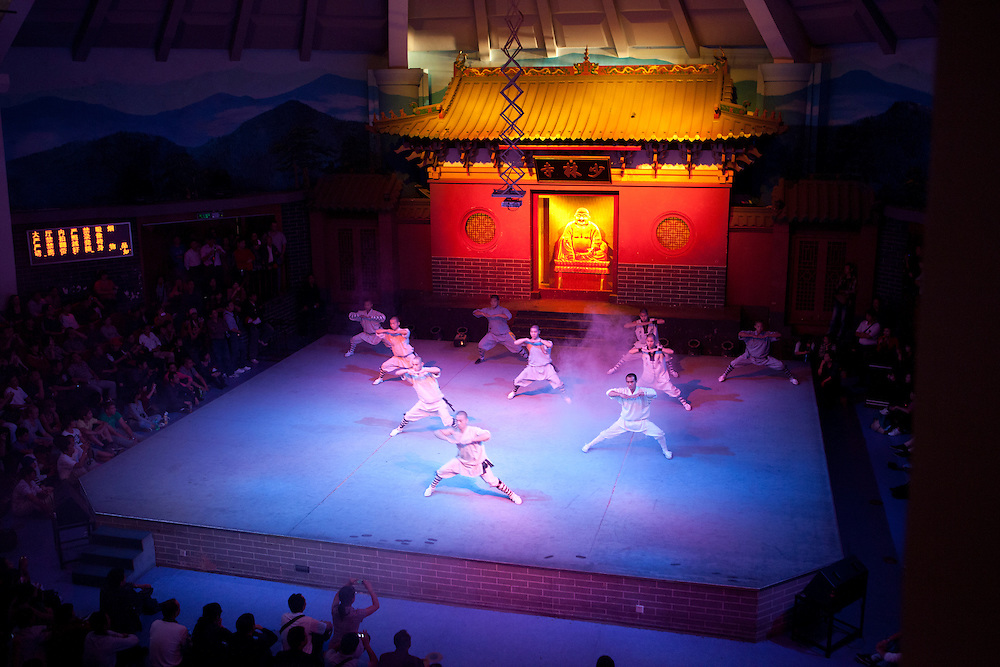 The monks from the Shaolin start their performance.