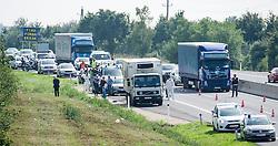 27.08.2015, Autobahn A4, Burgenland, AUT, Bis zu 50 tote Flüchtlinge in Lkw auf A4 in Burgenland, im Bild Laswagen auf der a$// dead refugees in truck at freeway A4 in Burgenland on 2015/08/27, EXPA Pictures © 2015, PhotoCredit: EXPA/ Michael Gruber