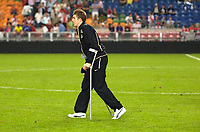 Photo: Daniel Hambury.<br /> Ajax v Manchester United. Amsterdam Tournament. <br /> 05/08/2006.<br /> Manchester's Michael Carrick on crutches at the end of the game.