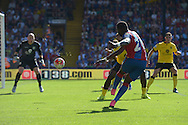 Bakary Sako of Crystal Palace takes a shot. Barclays Premier league match, Crystal Palace v Aston Villa at Selhurst Park in London on Saturday 22nd August 2015.<br /> pic by John Patrick Fletcher, Andrew Orchard sports photography.