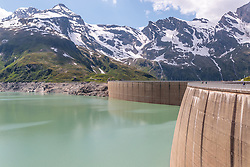 THEMENBILD - die Staumauern des Mooserboden Stausees mit den umliegenden Bergen, aufgenommen am 15. Juni 2017, Kaprun, Österreich // the dam of the reservoir Mooserboden with surrounding mountains on 2017/06/15, Kaprun, Austria. EXPA Pictures © 2017, PhotoCredit: EXPA/ Stefanie Oberhauser