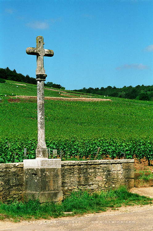 The stone cross marking the Romanee Conti and Richebourg vineyards of Domaine de la Romanee Conti in Vosne Romanee, Bourgogne