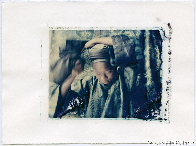 Putting on a headdress of indigo dyed cloth, Oshogbo, Nigeria<br /> Image size 4x5, Matted 12x10 Edition of 25 <br /> Archival Pigment Print