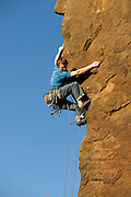 Ben Bransby leading Perplexity, E6 6b, Millstone Edge