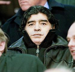 18.03.2010, Anfield, Liverpool, ENG, UEFA EL, Liverpool FC vs OSC Lille im Bild Aregentina manager Diego Maradonnasitzt auf der Tribühne