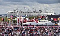LONDEN - Het Riverbank Arena hockeystadion met op de achtergrond het Olympic Park , zaterdag tijdens de Olympische hockeywedstrijd tussen de vrouwen van  Groot Brittannie en China.  ANP KOEN SUYK