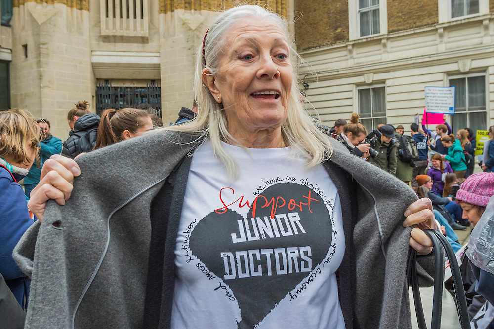 Vanessa Redgrave shows her support - The picket line at St Thomas' Hospital. Junior Doctors stage another 48 hours of strike action against the new contracts due to be imposed by the Governemnt and health minister Jeremy Hunt.