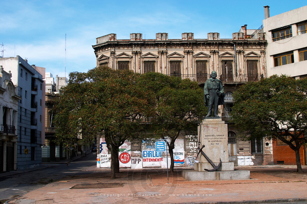 Statue of Jose (Giuseppe) Garibaldi Jefe de las Fuerzas Navales de la Republica 1842 - 1848, Chief of the naval forces of the Republic Head of the Navy in a square in the harbour harbor port in Montevideo, Uruguay, South America