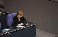 DEU, Deutschland, Germany, Berlin, 13.01.2016: Bundeskanzlerin Dr. Angela Merkel (CDU) tippt auf ihrem iPad im Deutschen Bundestag.