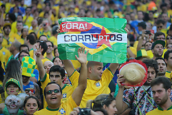 Torcida Brasileira contra corrupção na partida entre Brasil x Croácia, na abertura da Copa do Mundo 2014, no Estádio Arena Corinthians, em São Paulo. FOTO: Jefferson Bernardes/ Agência Preview