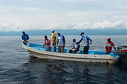 MarAlliance & Fundacion Mundo Azul<br /> working with local shark fishermen<br /> Quetzalito<br /> Guatemala<br /> Central America