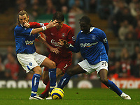 Fotball<br /> Premier League 2004/2005<br /> 06.11.2004<br /> Foto: BPI/Digitalsport<br /> NORWAY ONLY<br /> <br /> Liverpool v Birmingham City<br /> <br /> Harry Kewell holds off Robbie Savage, lewft and Mario Melchiot