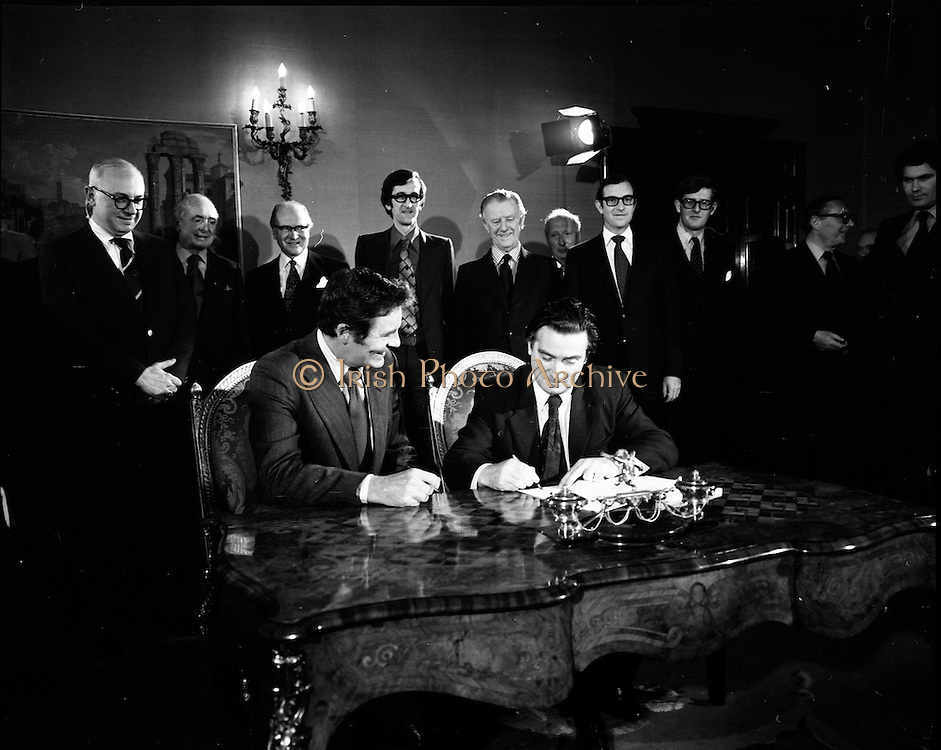 29/03/1976<br /> 03/29/1976<br /> 29 March 1976<br /> Petroleum exploration licences signed at Iveagh House, Dublin. Minister for Industry and Commerce, Mr Justin Keating T.D. and senior oil company executives representing the firms to which licences were being granted signed petroleum exploration licences in respect of exploration offshore of Ireland. Image shows The Minister (seated right) signing the licence with Mr J.J. Newman, Director, Ranger Oil, representing Ranger-Petroswede Group consisting of Ranger Oil, Petroswede, Irish Marine Oil, Hudbay oil and European Marine Oil.