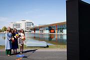 EINDHOVEN, 27-04-2021, High Tech Campus<br /> <br /> Prinses Amalia, Prinses Alexia en Prinses Ariane tijdens Koningsdag 2021 op de High Tech Campus in Eindhoven Foto: Brunopress/POOL/Koen van Weel<br /> <br /> Princess Amalia, Princess Alexia and Princess Ariane during King's Day 2021 at Eindhoven