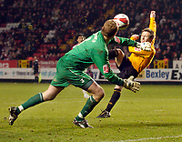 Photo: Leigh Quinnell/Sportsbeat Images.<br /> Charlton Athletic v Hull City. Coca Cola Championship. 22/12/2007. Hulls Nick Barmby has a late chance on goal, but can't score.