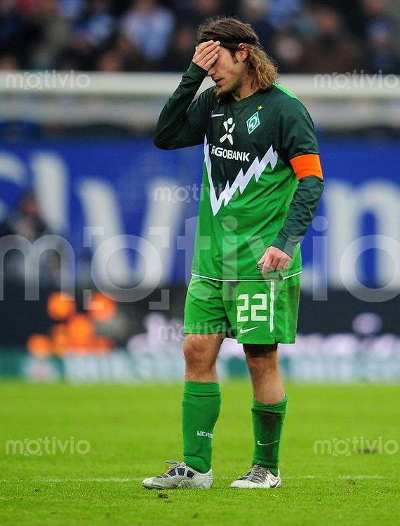 FUSSBALL   1. BUNDESLIGA   SAISON 2010/2010   23. Spieltag Hamburger SV - SV Werder Bremen                         19.02.2011 Torsten FRINGS (Bremen) enttaeuscht