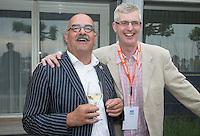 LOOSDRECHT - Johan Wakkie met Robert Misset . Lancering Sport Helpt, een initiatief van hockeyers Rogier Hofman en Tim Jenniskens. FOTO KOEN SUYK