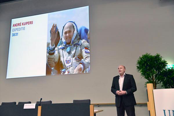 Nederland, 16-10-2012Astronaut en arts Andre Kuipers houdt een voordracht, lezing, voor medisch studenten aan de Radboud universiteit.Foto: Flip Franssen