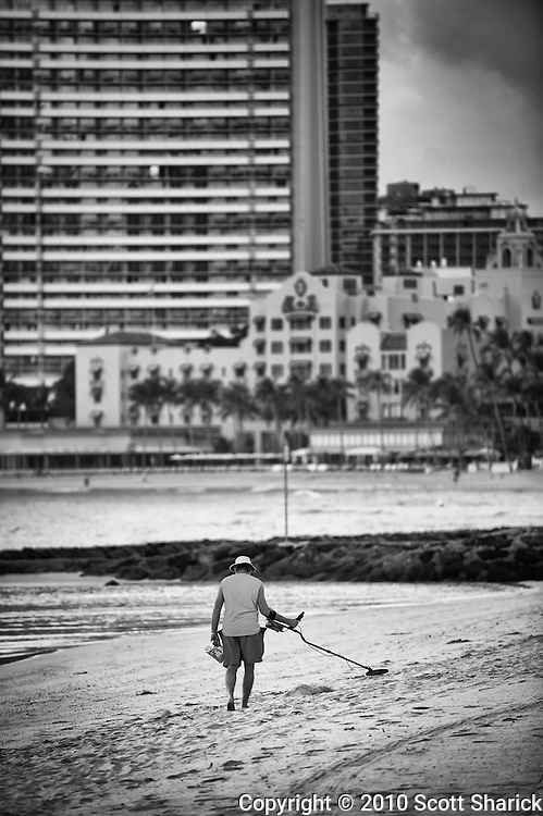 This guy takes advantage of an empty Waikiki Beach in his quest for the mother lode.