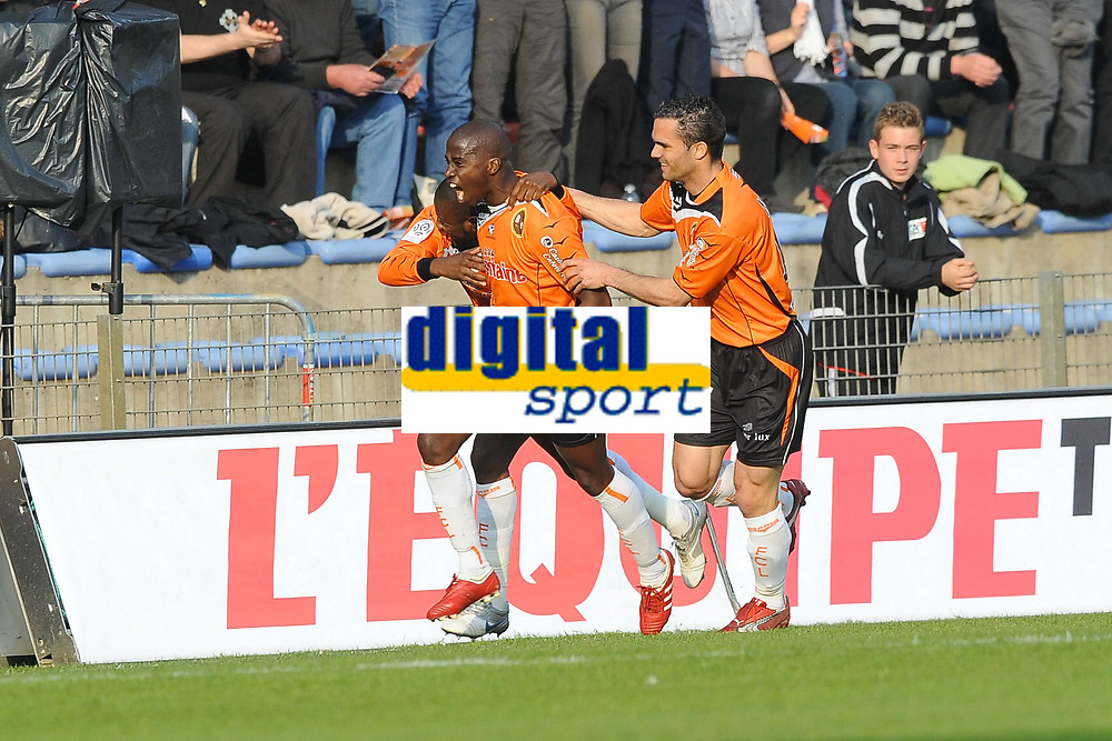 FOOTBALL - FRENCH CHAMPIONSHIP 2009/2010 - L1 - FC LORIENT v STADE RENNAIS - 10/04/2010 - PHOTO PASCAL ALLEE / DPPI - JOY SIGAMARY DIARRA AFTER HIS GOAL