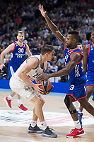 Real Madrid Jaycee Carroll and Anadolu Efes Toney Douglas during Turkish Airlines Euroleague match between Real Madrid and Anadolu Efes at Wizink Center in Madrid, Spain. January 25, 2018. (ALTERPHOTOS/Borja B.Hojas)