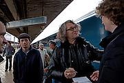 """Filmregisseur Wim Wenders (""""Buena Vista Social Club"""") gibt Autogramme nach seiner Ankunft in Prag Holesovice. Wim Wenders kam mit dem Zug von Berlin nach Prag zum internationalen """"Febio-Festival"""" in der tschechischen Hauptstadt. Der 63-Jährige wurde zur Eröffnung der alternativen Veranstaltung mit einer Retrospektive geehrt. Wenders gilt als leidenschaftlicher Bahnfahrer.<br /> <br /> Film director Wim Wenders (""""Buena Vista Social Club"""")  giving autographs after arriving at the railwaystation Prague Holesovice heading to the international """"Febio-Festival"""". For the opening of the alternative festival 63 years old Wenders was honoured with a retrospective of his films."""