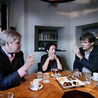 Nederland, Amsterdam ,5 september 2009..Robin Linschoten, Nederlandse ex-politicus, bestuurder en managementconsultant (l) Groen Links partijleider Femke Halsema en voormalig politicus Rick van der Ploeg tijdens het Rondetafelgesprek in de Waag..Foto:Jean-Pierre Jans .Three (partly former) politicians debating on the next political year.