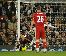 05.12.2011, Craven Cottage Stadion, London, ENG, PL, FC Fulham vs FC Liverpool, 14. Spieltag, im Bild Liverpool's goalkeeper Jose Reina is helpless to prevent Fulham's Clint Dempsey scoring the only goal of the match during the football match of English premier league, 14th round, between FC Fulham and FC Liverpool at Craven Cottage Stadium, London, United Kingdom on 05/12/2011. EXPA Pictures © 2011, PhotoCredit: EXPA/ Sportida/ David Rawcliff..***** ATTENTION - OUT OF ENG, GBR, UK *****